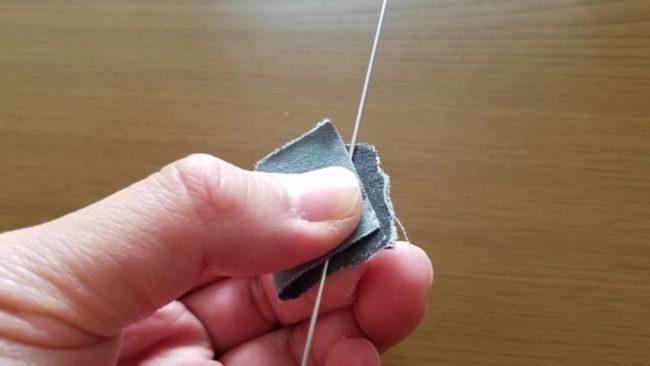 ローラーヤエン自作手順⑱ ステンレス軸線をサンドペーパーで擦る