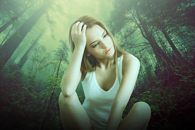 女性ホルモン減少で更年期障害になった女性