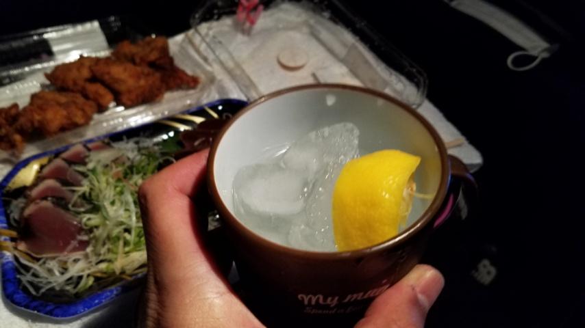 レモン入りの焼酎ロック